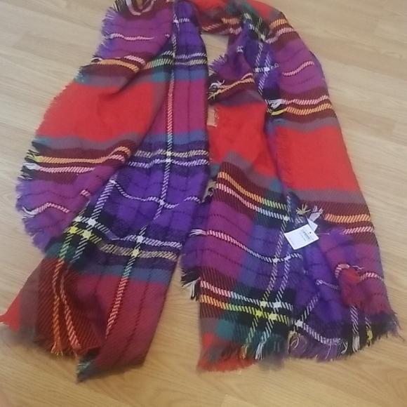 AMERICAN EAGLE colorful scarf